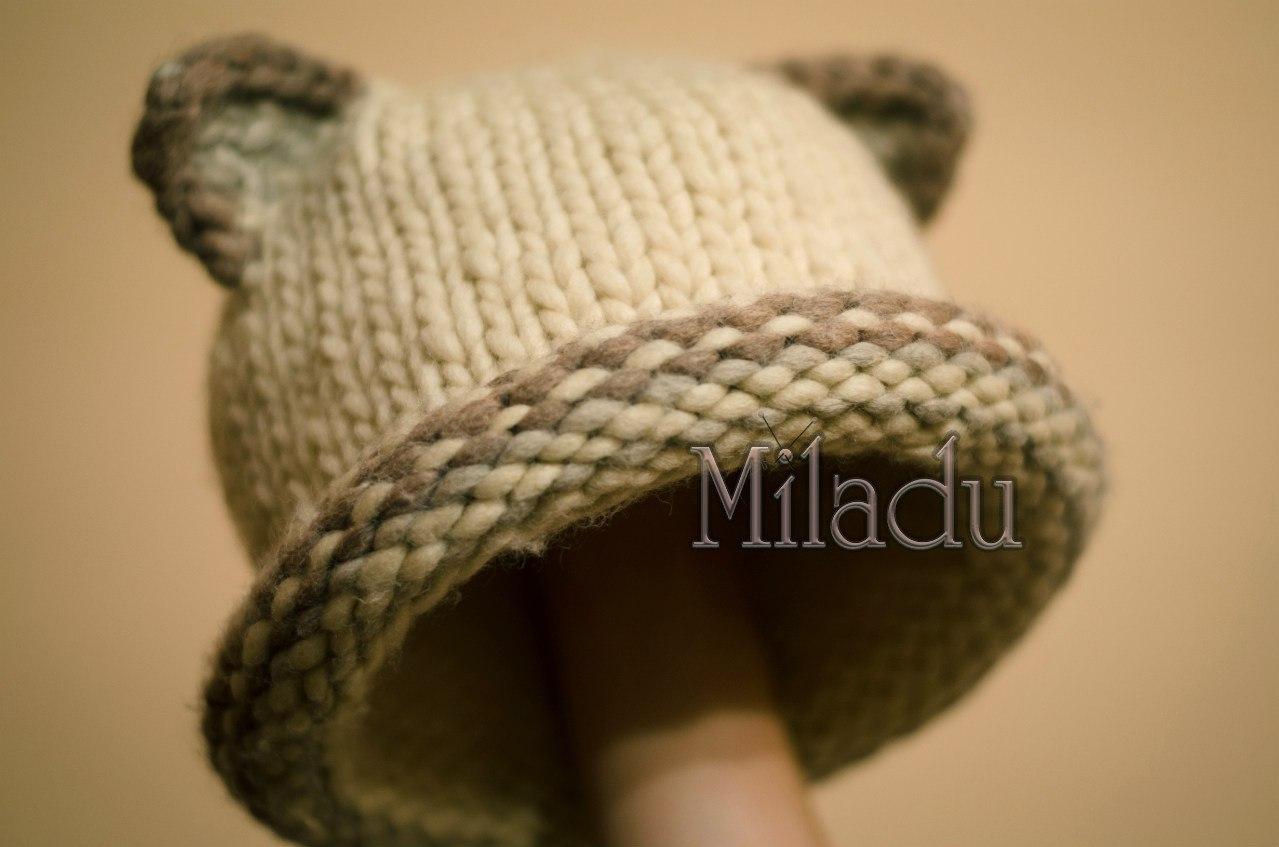Вязаная шапка из объёмной пряжи с ушками