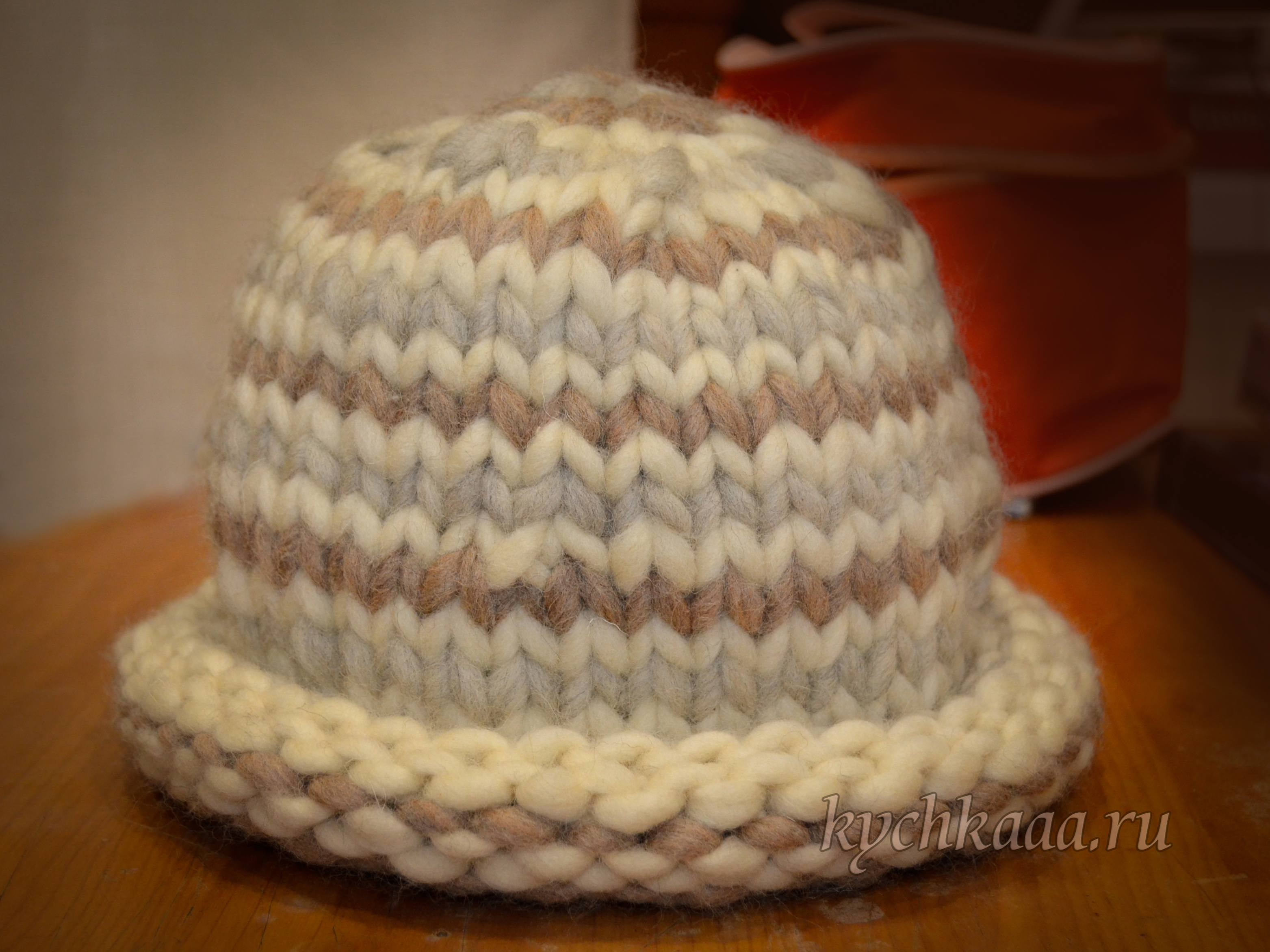 Тёплая шапка из объёмной пряжи Gazzal marino
